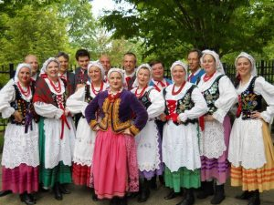 Polish-ladies-in-traditional-dress
