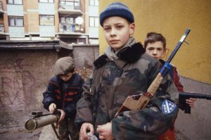 Bosnia_boys_playing_war