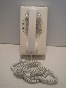 Rotary_phone_with_extra_long_phone_cord