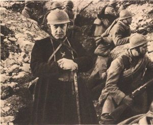 French_Priest_in_Trenches