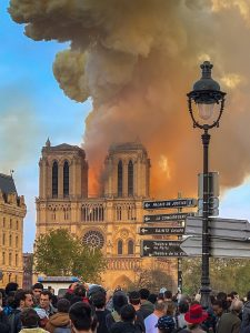 Notre_Dame_on_fire